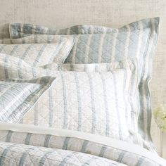 Its never been easier to mix up your bedding look than with this reversible…