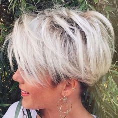 Best Pixie for Short Hair to Sport in 2019 – Page 21 of 30 – HAIRSTYLE ZONE X, You can collect images you discovered organize them, add your own ideas to your collections and share with other people. Haircut For Older Women, Haircut For Thick Hair, Trending Hairstyles, Pixie Hairstyles, Blonde Haircuts, Pixie Haircuts 2015, Short Sassy Haircuts, Very Short Hair, Short Hair Cuts