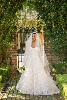 French Quarter Wedding, New Orleans Photographer: Sarah Becker (http://www.sarahbeckerphoto.com/) Venue: Beauregard-Keyes House (www.bkhouse.org
