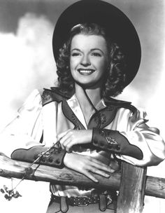 Dale Evans in embroidered satin western shirt Vintage Western Wear, Vintage Cowgirl, Western Girl, Cowboy And Cowgirl, Cow Girl, Gaucho, Photo Cowgirl, Dale Evans, Tv Westerns