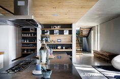stone-3-concrete-wood-interior-design.jpg 800×533 ピクセル