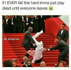 Lol for real! If I ever fall this hard I might be dead! Stupid Funny, The Funny, Hilarious, Funny Stuff, Funny Things, Funny Relatable Memes, Funny Posts, Funny Quotes, Have A Laugh