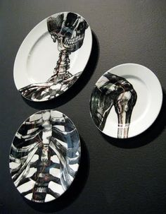 I like how the piece are shown through the three China plates. I also like the value that is shown through the skeleton bones. The direction of the piece is very different by how the plates are positioned Casa Rock, Decoration Plante, Skull Decor, Gothic House, Home And Deco, Skull And Bones, Macabre, Bone China, My Dream Home
