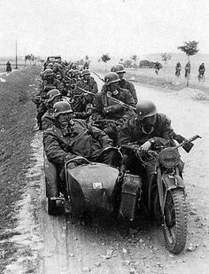 Zündapp w/ sidecar - The was powered by a single 28 hp, four stroke valve petrol engine, giving a top speed of 100 km/h. German Soldiers Ww2, German Army, Cycle Pictures, Germany Ww2, Ww2 Photos, Military Pictures, War Photography, Panzer, Luftwaffe
