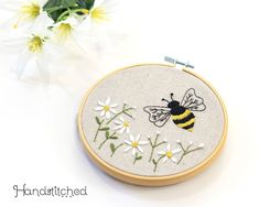 Diy Embroidery Kit, Embroidery For Beginners, Embroidery Patterns, Bumble Bee Birthday, Craft Kits, Diy Crafts, Fabric Crafts, Elsa, Funky Rugs