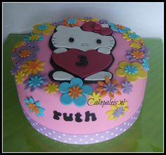 Hello Kitty bloemenrand taart