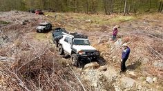 Toyota FJ Cruiser 4x4 Off Road Stuck on Rocks