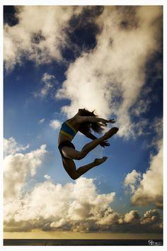 Lyndsey Makovsky jumping over the Bermuda ocean in this stunning dance photo.