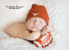 Love for your newborn baby is the greatest gift that you can give your infant boy or girl. This will teach you how to care for and give your child the very best that he or she DESERVES. Newborn Babies, Newborns, Baby Tips, Baby Hacks, Baby Birthday, Birthday Cakes, Newborn Photography Tips, Best Baby Blankets, Baby On A Budget