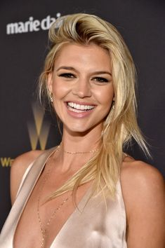 Kelly Rohrbach Side Sweep - Kelly Rohrbach attended the Weinstein Company and Netflix Golden Globe party rocking a messy side sweep.