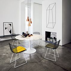 Mid-Century Modern Designers: Bertoia Chair by Harry Bertoia Mesa Saarinen, Table Saarinen, Saarinen Tisch, Bench Furniture, Modern Furniture, Home Furniture, Decor Interior Design, Interior Decorating, Tulip Dining Table