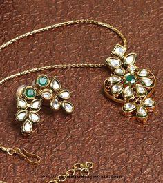 Latest model gold chain pendant sets pinterest chain pendants imitation kundan pendant set and earrings gold pendantsjewellery designsgold aloadofball Images