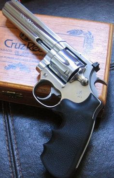 COLT KING COBRA 357 MAGNUM WITH HOGUE RUBBER GRIPS http://stores.ebay.com/gce-sports