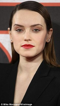 Stunning: The beauty wore her brunette mane in a slicked back style that was pinned back behind her ears and sectioned over to one side Pretty People, Beautiful People, Most Beautiful, Daisy Ridley Star Wars, Star Wars Light, Rey Star Wars, English Actresses, Beauty Women, Movie Stars