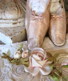 Shades of pink Vintage Shoes, Vintage Outfits, Vintage Pink, Pastel Pink, Blush Pink, Versailles, Pink And Gold, Pink And Green, Victorian Shoes