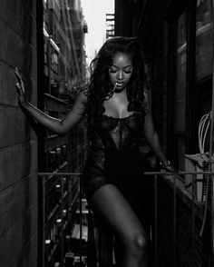 You've got me speechless 💋 Sira Kante, Corset, That Look, Goth, Black And White, Instagram, Beauty, Women, Spice