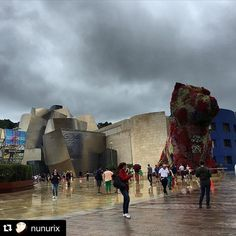 De nuevo en @museoguggenheim #museum #museo #art #contemporaryart #puppy #jeffkoons #gugg #guggenheimbilbao #rainyday #artlover #art