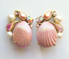 Vintage Mid 1950 Dynamite Schiaparelli Pink Sea Shell Earrings Clip Signed