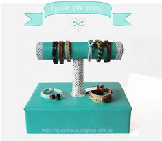 Eva Echevarria: Expositor para pulseras (tutorial) Craft Show Displays, Store Displays, Display Ideas, Fake Friends, Friends Are Like, Gold Desk, Ideas Prácticas, Packaging Solutions, Jewelry Stand