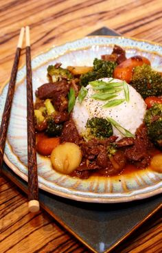 Crock Pot Beef and Broccoli - 10 minutes prep has you out of the door in the mornings!