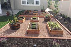 Raised planter boxes - All For Garden Garden Yard Ideas, Backyard Garden Design, Vegetable Garden Design, Backyard Landscaping, Vegetable Planters, Vegetable Gardening, Raised Planter Boxes, Garden Planter Boxes, Building A Raised Garden
