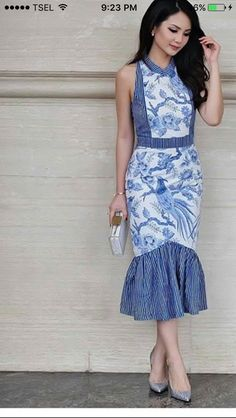 Ticking stripes and indigo batik, a classic toile treatment in interior design Blouse Batik, Batik Dress, Emo Dresses, Casual Dresses, Fashion Dresses, Party Dresses, Tulle Skirt Tutorial, Batik Kebaya, Batik Fashion