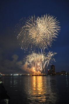 4th of July fireworks Norfolk VA - I think it is a beautiful shot I took!