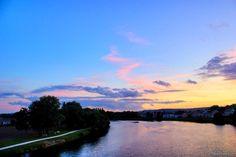 Un magnifique ciel multicolore au dessus de Metz, précisément du Pont de Verdun reliant le Ban-Saint-Martin et Montigny-lès-Metz.