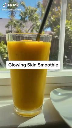 You will love 💕 this smoothie help you glowing skin Fruit Smoothie Recipes, Healthy Smoothies, Healthy Drinks, Healthy Recipes, Smoothie Diet, Healthy Food, Weight Loss Smoothies, Healthy Weight, Lunch Smoothie