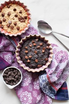 Start your morning right with Baked Oatmeal for One! This nutritious meal is ready in half an hour and can be made two ways (including chocolate!). Healthy Muffins, Healthy Breakfast Recipes, Easy Healthy Recipes, Brunch Recipes, Free Recipes, Delicious Desserts, Yummy Food, Healthy Fruits, Healthy Eats