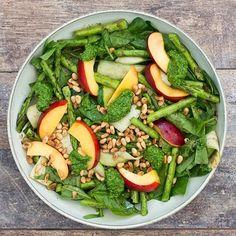 Spinatsalat med nektarin og grillede asparges - Life By Nan