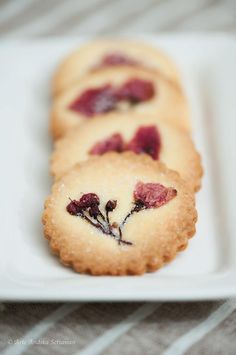 Sakura Cookies, beautiful but where you find Sakura essence is another thing..... | bicilthebaker