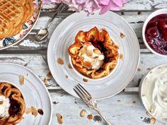 Laskiaisvohvelit — Peggyn pieni punainen keittio Shrimp, Meat, Food, Beef, Meal, Essen, Hoods, Meals, Eten