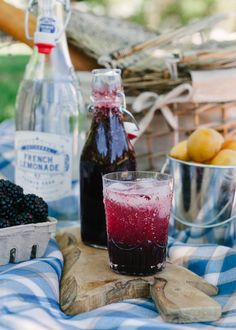 Blackberry Shrub Lemonade | Say cheers to summer with this rum-spiked shrub!
