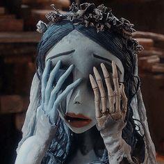 Estilo Tim Burton, Tim Burton Art, Tim Burton Films, Emily Corpse Bride, Tim Burton Corpse Bride, Coraline Aesthetic, Tim Burton Characters, Cartoon Icons, Oui Oui