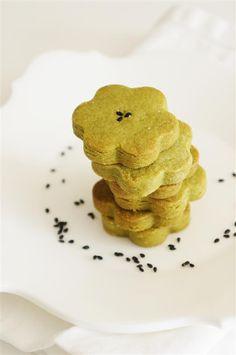Cakelets and Doilies: Matcha (Green Tea) Cookies