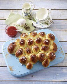 Unser beliebtes Rezept für Brötchen-Frühstückslamm zu kaltgerührter Erdbeerkonfitüre und mehr als 55.000 weitere kostenlose Rezepte auf LECKER.de.