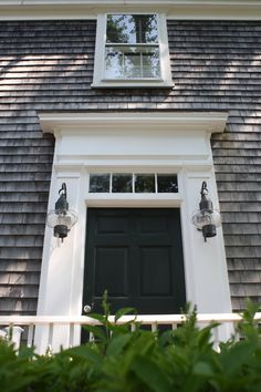 Cape Cod doorway. Em look at the lights!