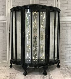 Beautiful Black & Gold Display Drinks Cabinet With 2 Glass Shelves And Bold Pineapple Print Black Furniture, Painted Furniture, Annie Sloan Furniture, Gold Drinks, Art Deco Living Room, Glass Shelves Kitchen, Inspiration Art, Drinks Cabinet, Gold Diy