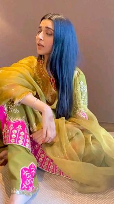 Party Wear Indian Dresses, Indian Fashion Dresses, Indian Designer Outfits, Fancy Dress Design, Stylish Dress Designs, Stylish Dresses, Long Dresses, Wedding Dance Video, Indian Wedding Video