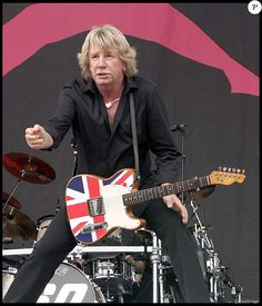 Rick Parfitt guitarist of Status Quo / Leonard Cohen, George Michael, David Bowie, Status Quo Band, Disneyland, Rick Parfitt, Greatest Rock Bands, Tina Turner, Country Singers