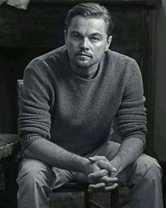Check out the latest pictures, photos and images of Leonardo DiCaprio Older Mens Hairstyles, Latest Hairstyles, Haircuts For Men, Hairstyles Haircuts, Leonard Dicaprio, Photographie Portrait Inspiration, Downey Jr, Poses For Men, Male Poses