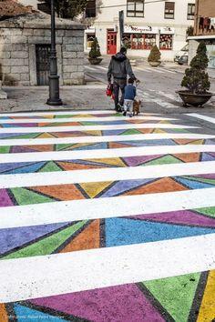 目立つし渡りたくなるし楽しいじゃん!アーティストが作り上げた、スペイン・マドリードの横断歩道