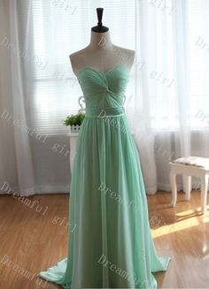 Sweetheart mint green with satin sash bridemaid par Dreamfulgirl