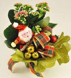 Kalanchoe in ghiveci Christmas Ornaments, Holiday Decor, Home Decor, Decoration Home, Room Decor, Christmas Jewelry, Christmas Decorations, Home Interior Design, Christmas Decor