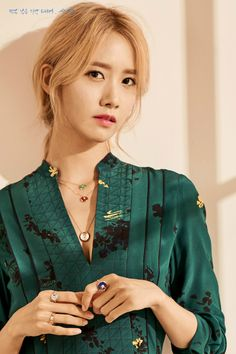 Yoona (윤아) is a South Korean solo singer and actress under SM Entertainment. She is currently a member of Girls' Generation (SNSD). Sooyoung, Yoona Snsd, Snsd Fashion, Korean Fashion, Yuri, Korean Girl, Asian Girl, Tiffany, Blonde Asian