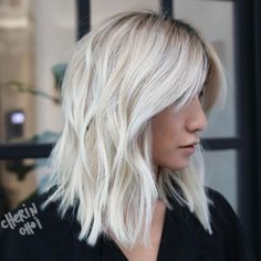 """It can not be repeated enough, bob is one of the most versatile looks ever. We wear with style the French """"bob"""", a classic that gives your appearance a little je-ne-sais-quoi. Here is """"bob"""" Despite its unpretentious… Continue Reading → Long Bob Haircuts, Long Bob Hairstyles, Hairstyles With Bangs, Blonde Lob With Bangs, Blonde Lob Hair, Long Bob Blonde, Blonde Brunette, Long Layered Hair, Long Curly Hair"""