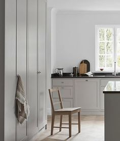 Nordiska K& - grey Scandinavian shaker kitchen. A minimalist, timeless shaker kitchen in soft grey tones. Designed and built by Nordiska K& More kitchen inspiration visit www. Kitchen Inspirations, Interior, Kitchen Interior, Shaker Kitchen, Kitchen Remodeling Projects, Home Decor, Kitchen Style, Kitchen Cabinets, Scandinavian Interior Kitchen