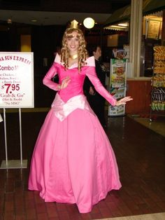 Disney Animation Movie: Sleepy Beauty. Character: Princess Aurora. Cosplayer: Katie George. Residence: Atlanta, Georgia, US. Event: Dragon Con 2008.