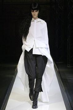 Yohji Yamamoto Spring 2007 Ready-to-Wear Fashion Show - Daiane Conterato